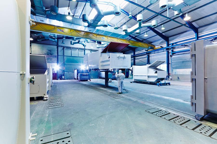 Großraum-Lackierhalle mit 9 Lackierplätzen und einer Grundfläche von über 1000 m2